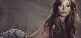 """De Argentina para el mundo, María Campos promueve el sencillo """"Sí llegó el amor"""""""