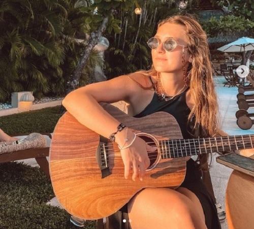 """Auro lanza un nuevo sencillo titulado """"Yo también"""""""