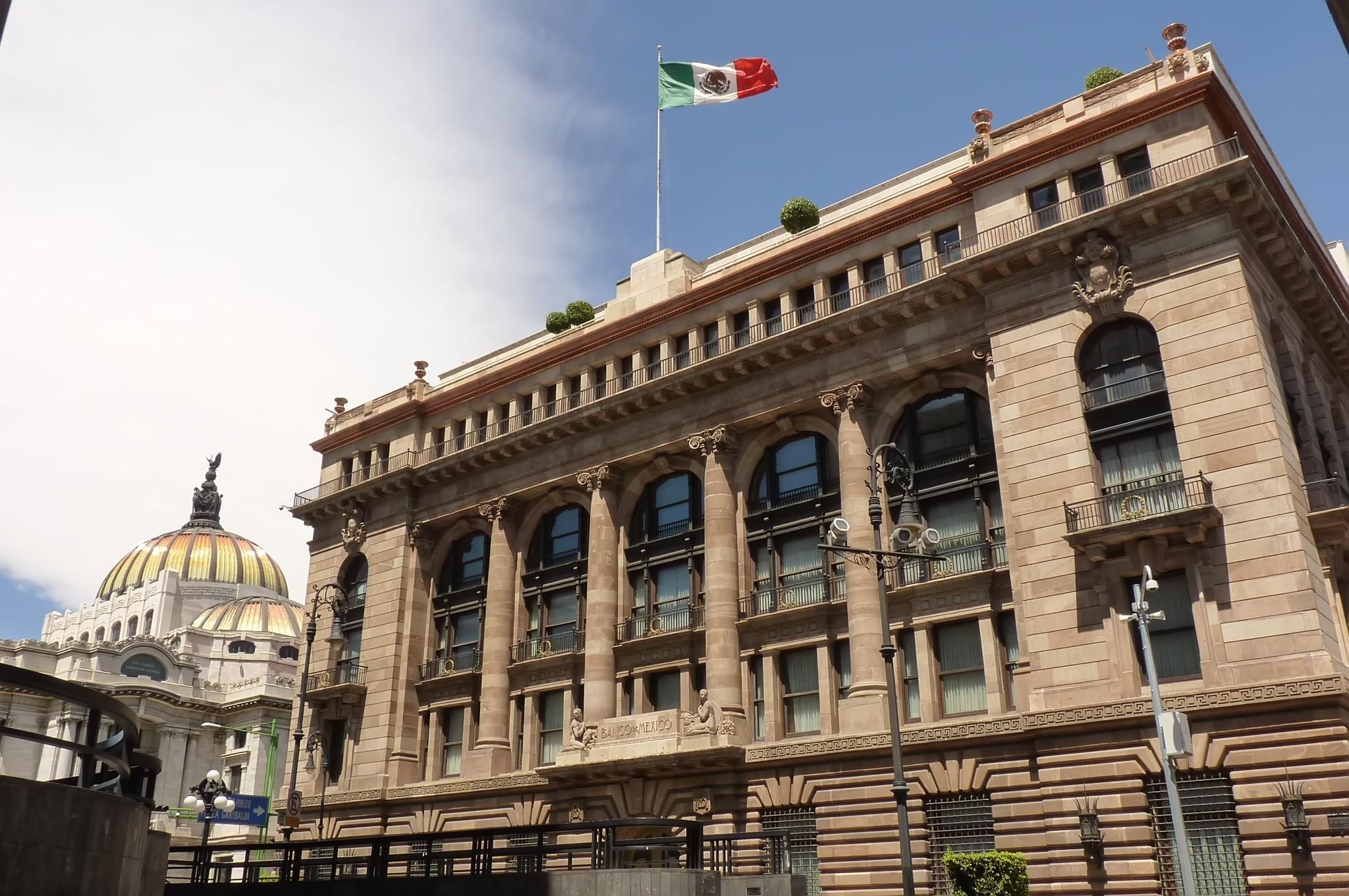 Banco de México: podría ser de 5.3% el crecimiento económico en 2021